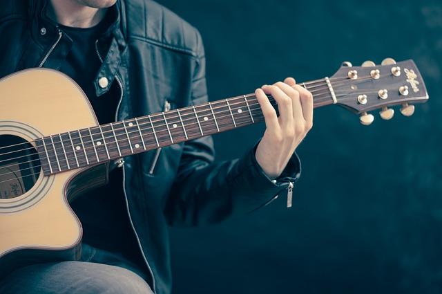 Akustik Gitarre Aufbau erklärungsbild [Halsausschnitt]